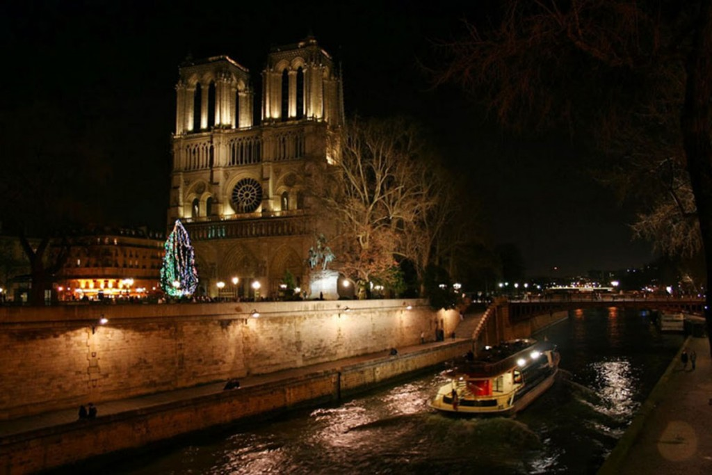 notre_dame_by_night-1